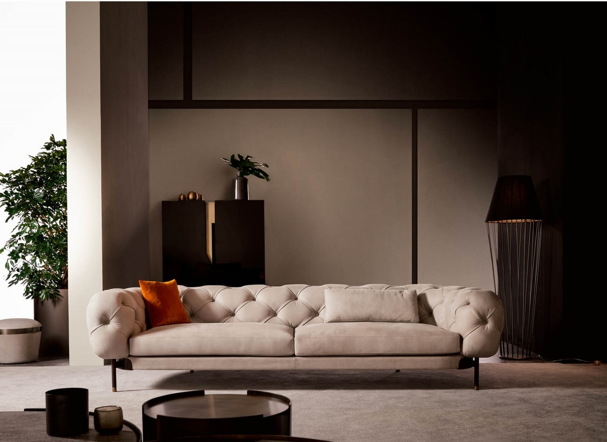 Atenæ sofa, Tufted sofa with a regal and refined flavor