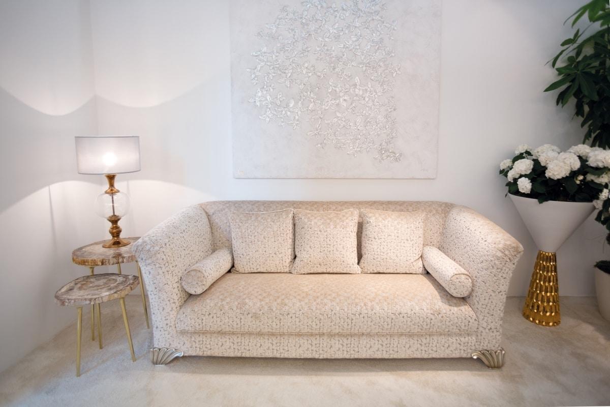 Ducale, Classic sofa covered with precious fabrics