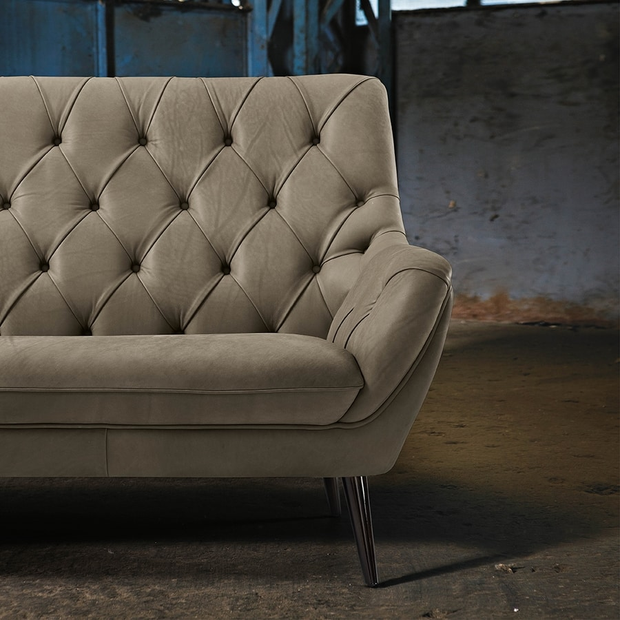 Grace, Sofa covered in leather