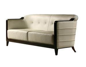 Milano 2235, Sofa with an enveloping design
