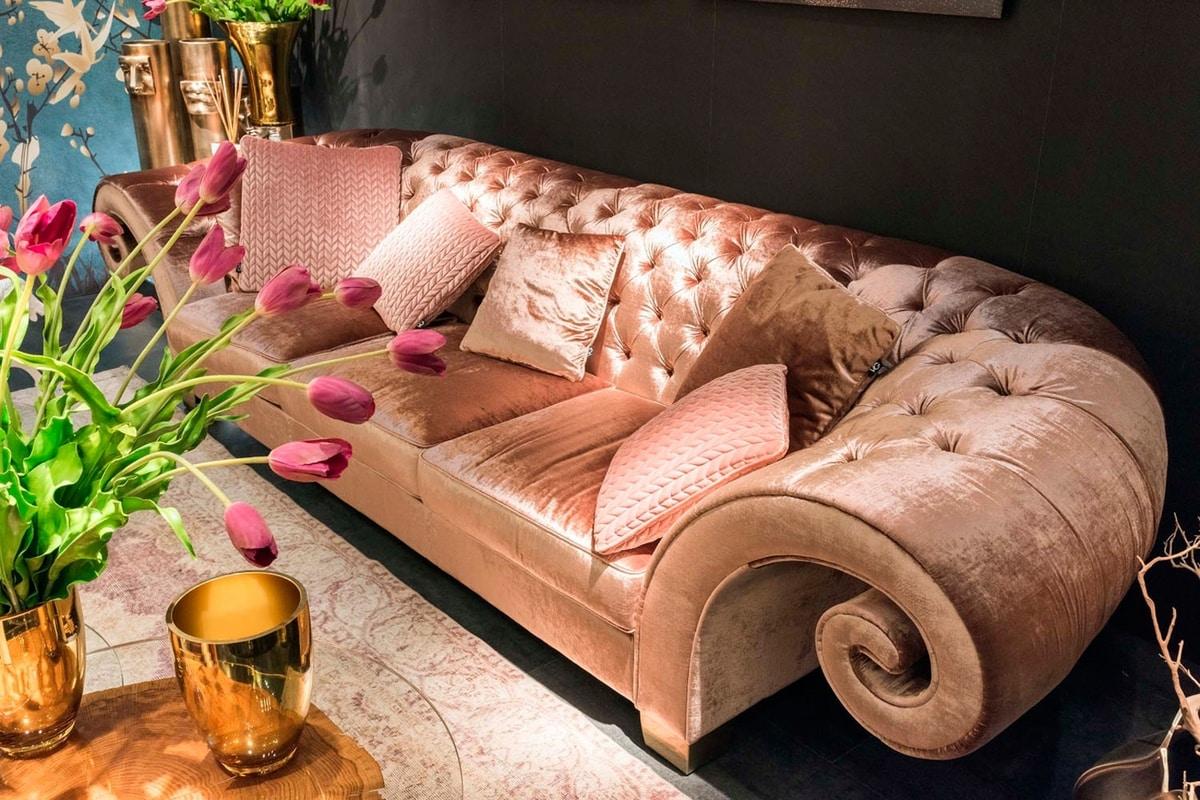 New Versailles, Sofa with capitonné padding