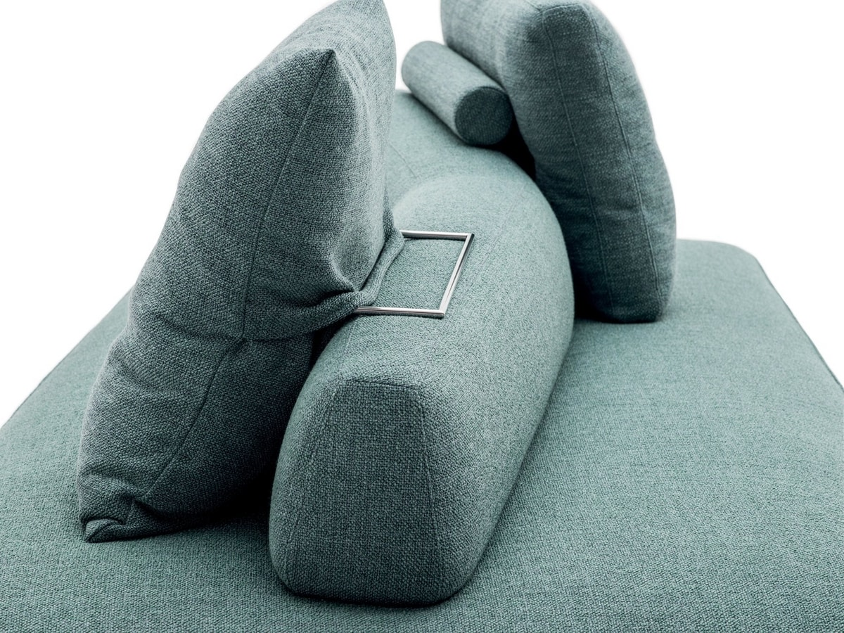 Freedom, Sofa with a strong compositional dynamism