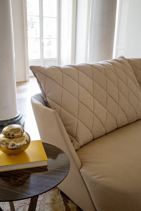 Grace, Sofa with rounded back