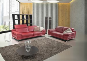 Pepper, Red leather sofa