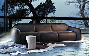 Piumotto, Leather sofa with rounded shapes