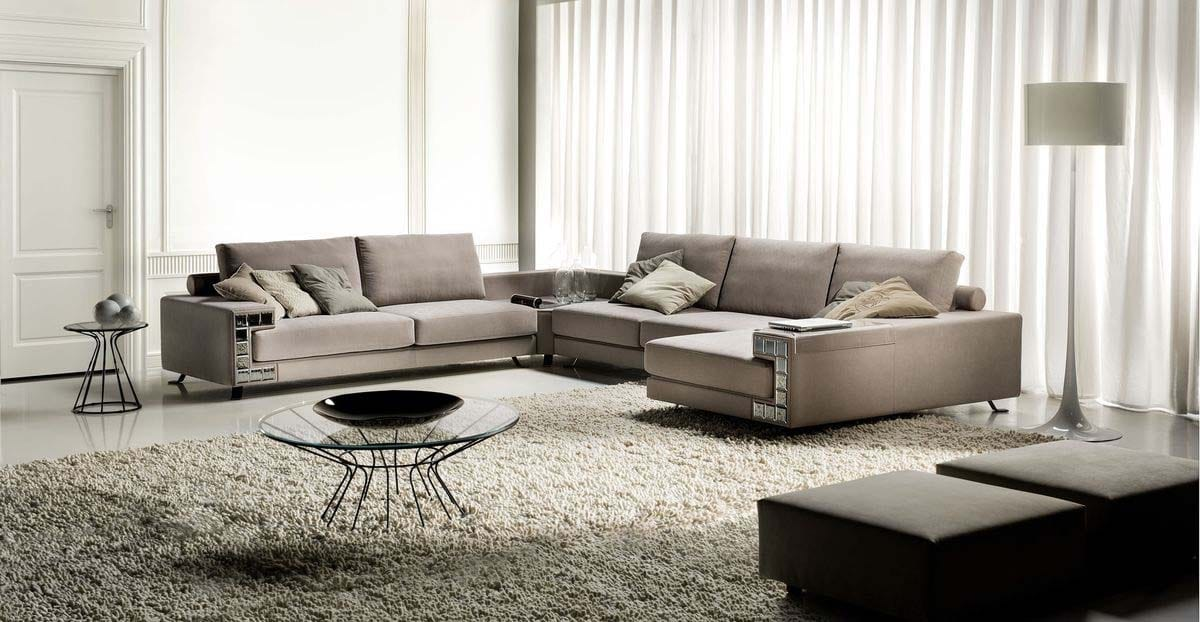 Visconti, Sofa characterized by a mirror decoration on the armrests