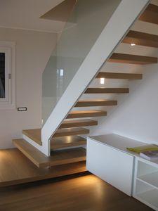 Art. G03, Elegant modern staircase, glass railing