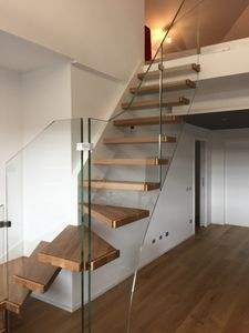 Art. G06, Cantilevered staircase
