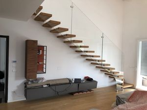 Art. G07, Staircase with glass parapet