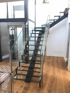 Art. G15, Staircase with glass steps