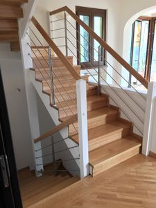 Art. R03, Wooden staircase cladding