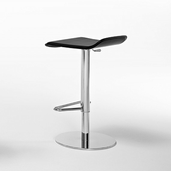 Konga SG, Essential barstool, in leather and steel, for modern kitchens