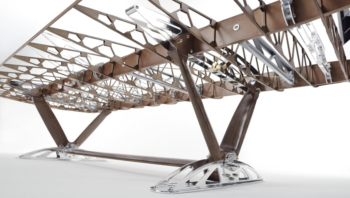 AIR-TAV0102, Table made with a Boeing wing