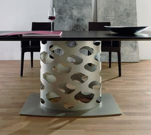 Wk, Table with metal base with original shape