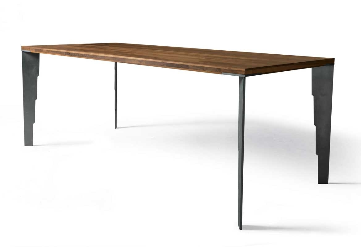 B-190, Table with serrated legs
