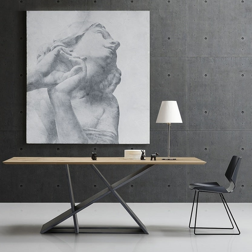 Emme, Table with a sculptural base