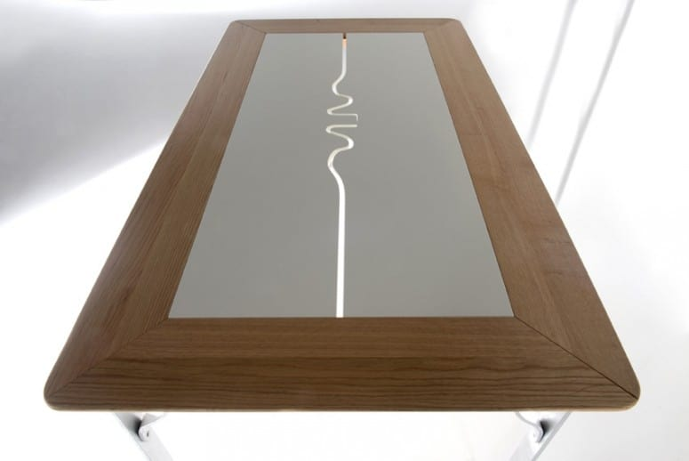 Pashmina, Rectangular table with wooden top and iron legs