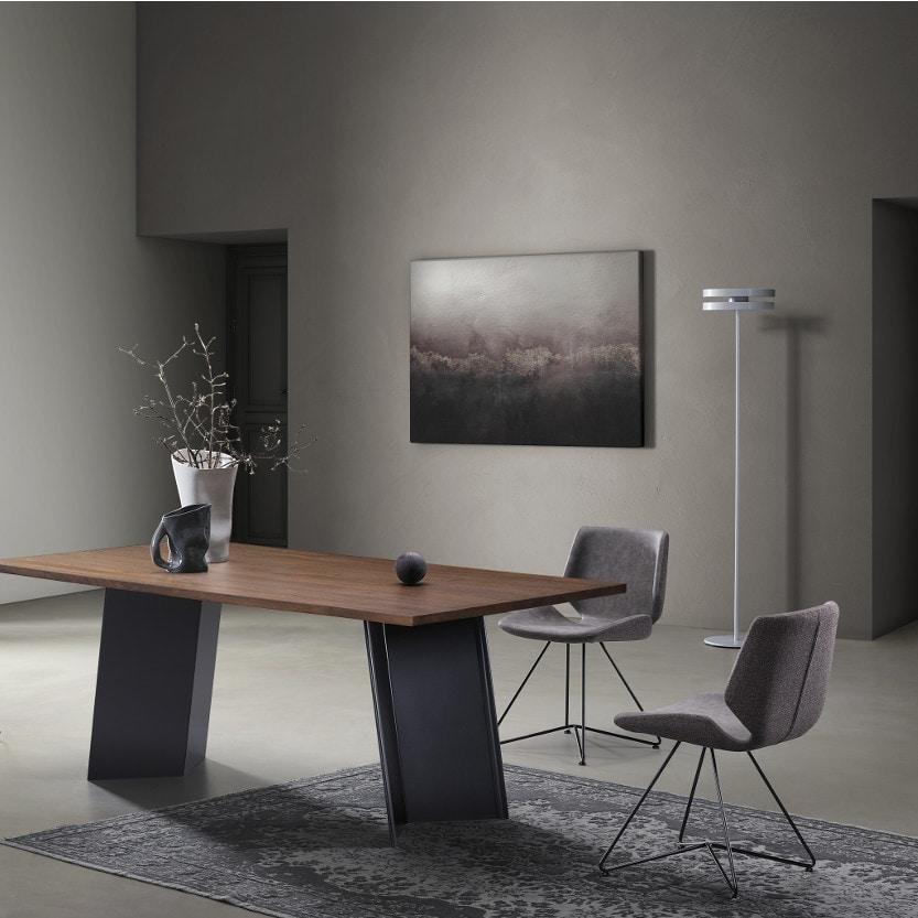 Plus-U, Sturdy and modern table