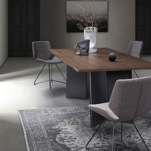 Plus-U, Sturdy and modern table