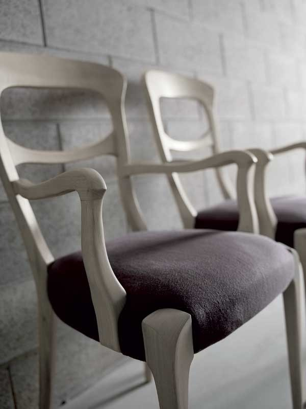 L-643, Chair with curved shapes