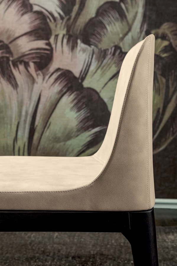 GILDA, Chair with wooden base and cold foam structure