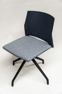 TREK 039X, Swivel chair with upholstered seat