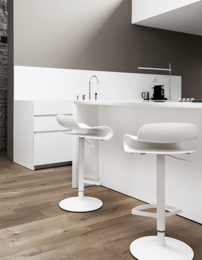 BCN Disc Base, Plastic stool with adjustable round swivel base
