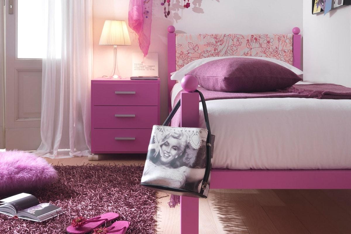 Liz, Single bed for girls