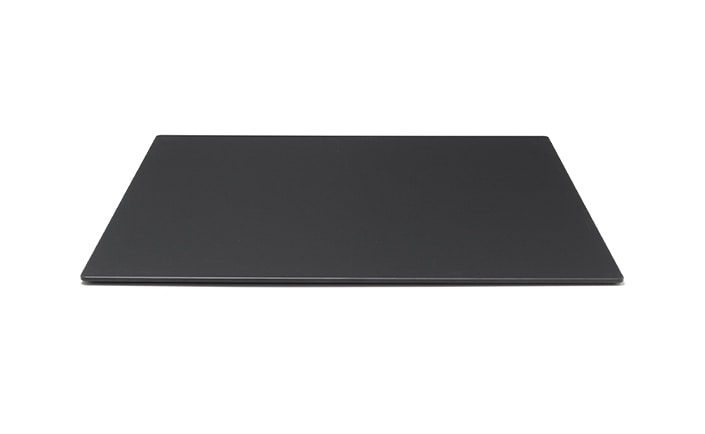 Table tops in Fenix, Scratch-resistant top for contract tables
