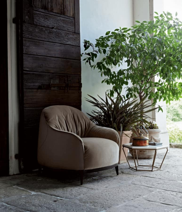 Bali armchair, Enveloping armchair upholstered with leather