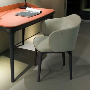 Manda XL poltrona, Armchair in perfect balance between design and classicism