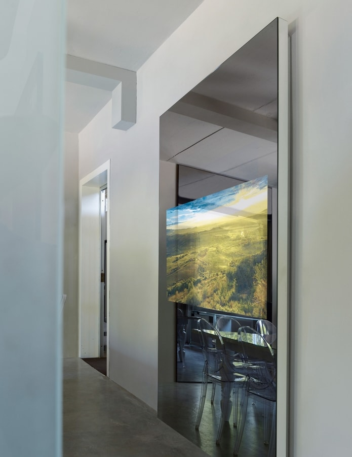 Mira 308, Mirror with TV stand