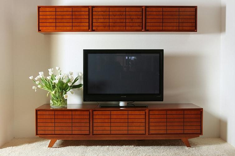 Zero 1737, Low TV stand