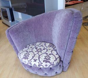 Buren armchair, Armchair with asymmetric backrest