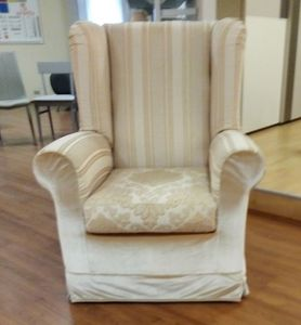 Camelia armchair, Armchair with classic lines