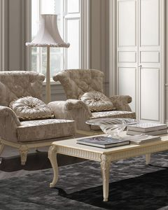 Florentia armchair, Classic armchair with decorative carvings