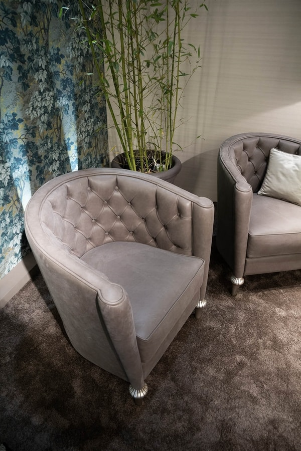 Gregory, Comfortable armchair in leather