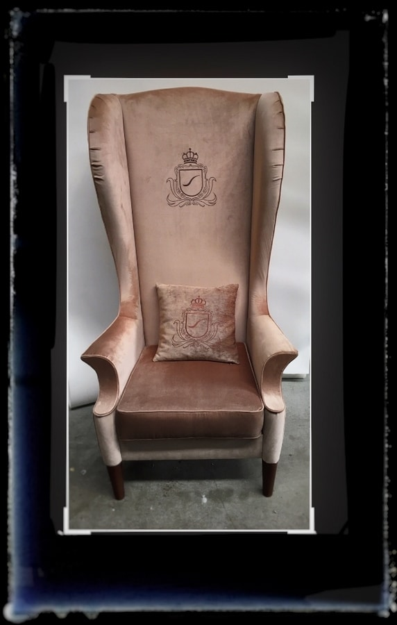 King's, Armchair with high back