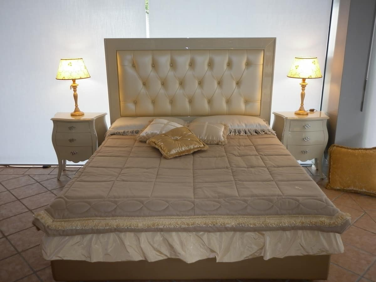 3520 BED, Padded bed with capitonnè headboard