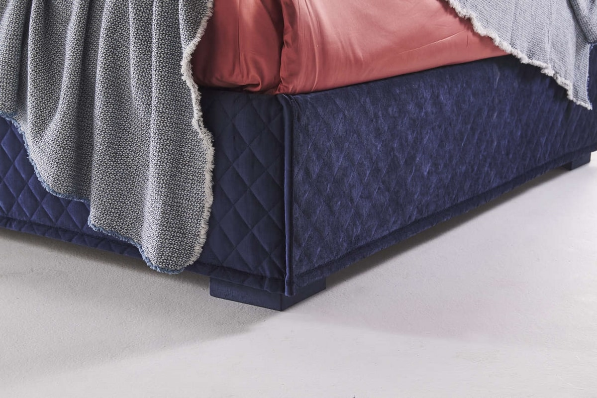 Bahamas, Quilted bed with a contemporary design
