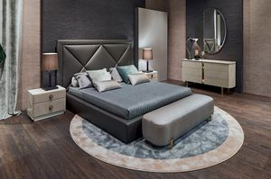 Corniche, Bed with impressive headboard
