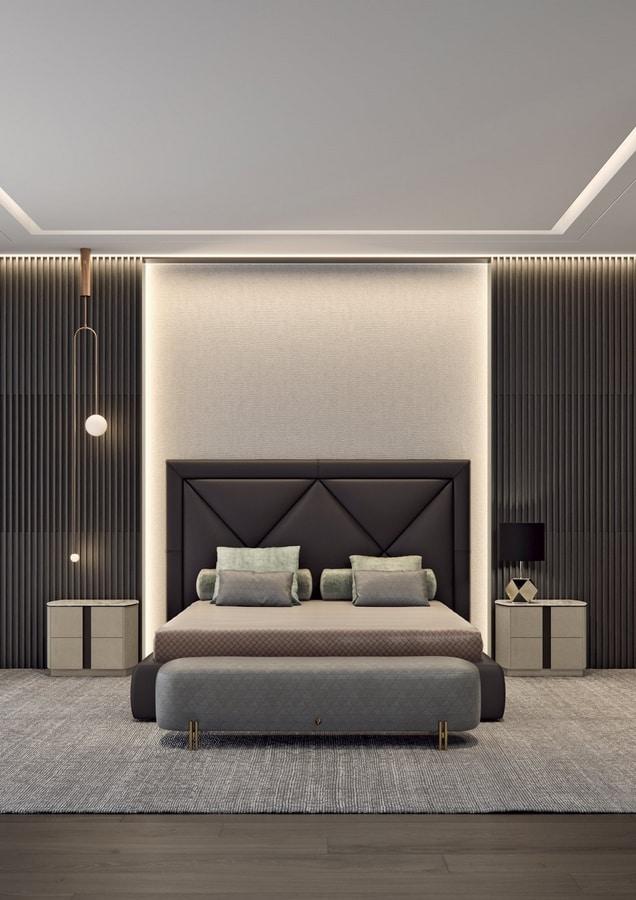 Corniche, Bed with impressive headboard