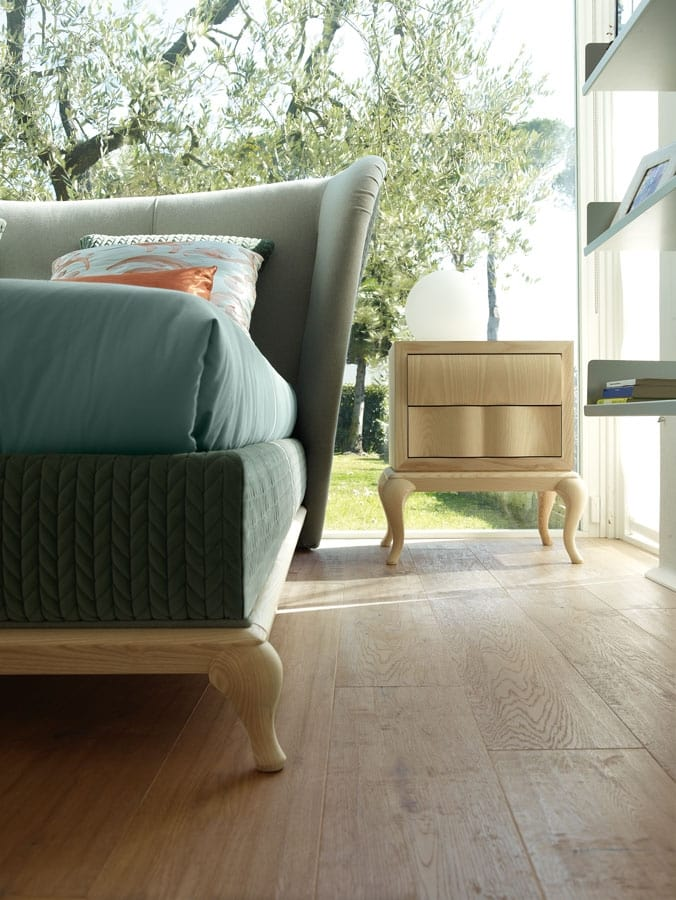 Isabella bed, Padded bed, with enveloping headboard