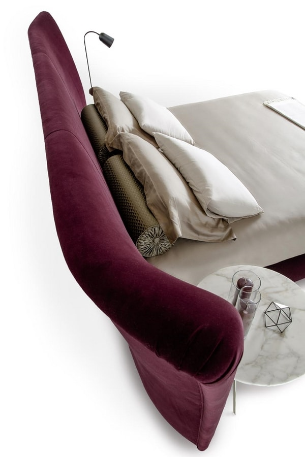 Janis, Imposing and luxurious upholstered bed
