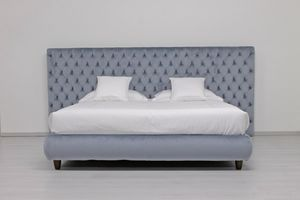Laura Maxi, Contemporary bed with large capitonn� headboard