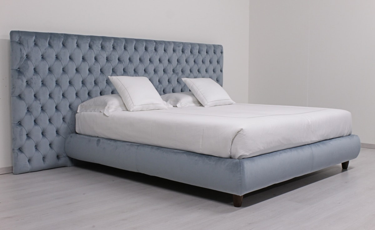 Laura Maxi, Contemporary bed with large capitonné headboard