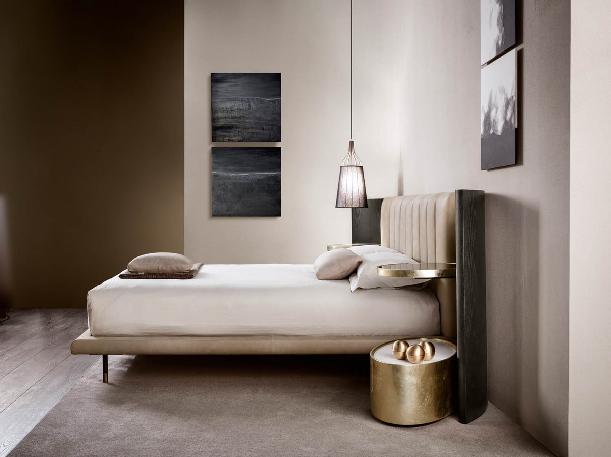 Mirage bed, Bed with large wooden headboard