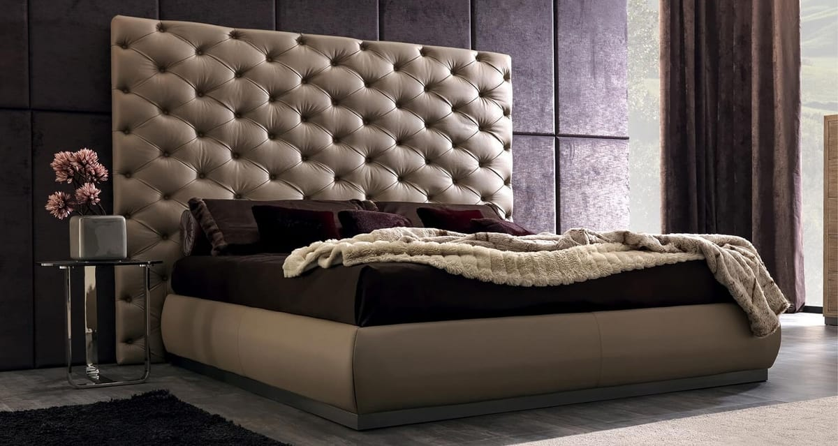 Richard Art. 945, Bed with large capitonné headboard