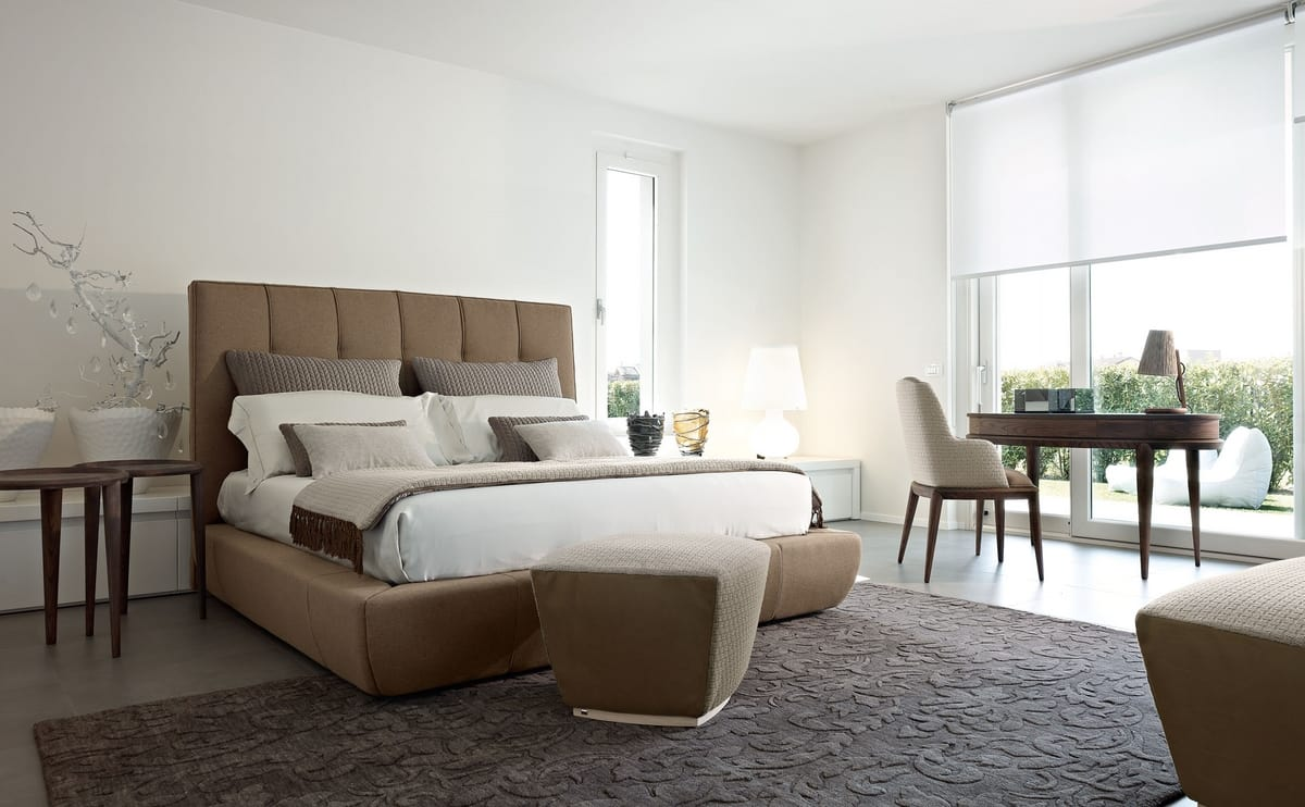 Robert letto, Bed with padded structure and headrest