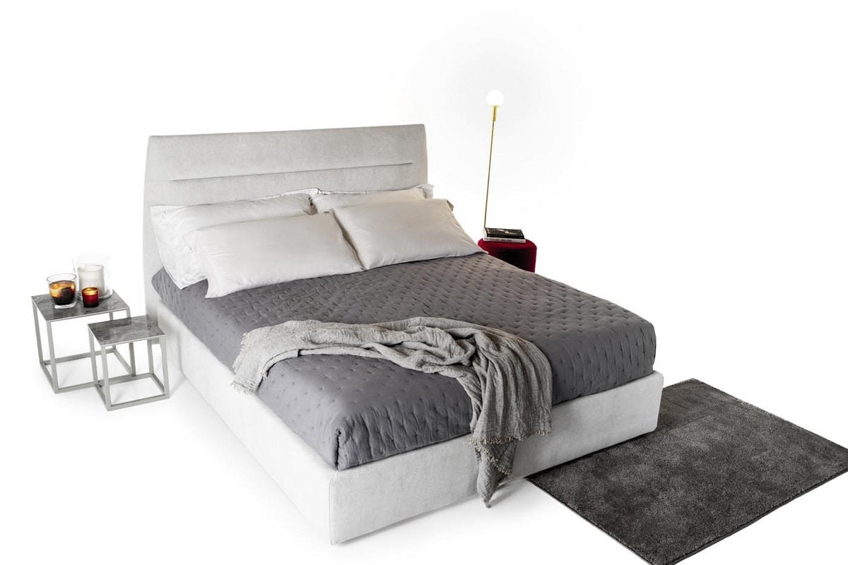 Steven, Padded bed with thin headboard